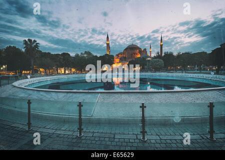 In stile retrò immagine di Santa Sofia (Hagia Sophia) museum di Istanbul, Turchia Foto Stock