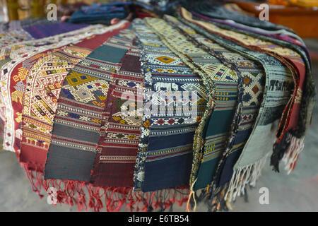 Tessuti di seta a Luang Prabang, Laos Foto Stock