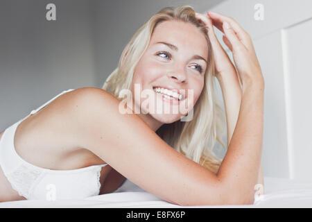 Paesi Bassi, Ritratto di adolescente bionda (14-15) Foto Stock