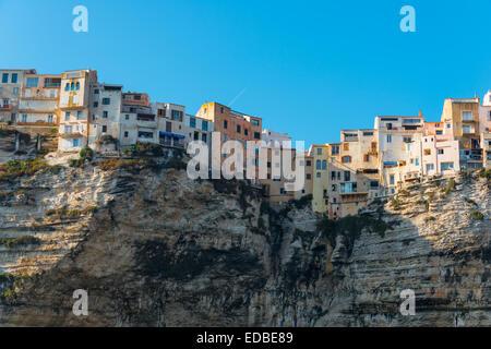 Città vecchia su chalk cliffs, Bonifacio, Corsica, Francia Foto Stock