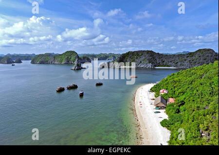 Vietnam - Halong Bay National Park (UNESCO). Il luogo più diffuso in Vietnam. Monkey Island. Foto Stock
