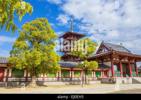 Giappone, Asia, Kansai di Osaka, Città, Shitennoji, tempio, patrimonio mondiale, l'architettura, la storia, la mattina, Foto Stock