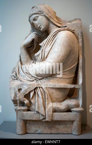 Stele di marmo (grave marker) di una donna. Greco, soffitta, metà-4secolo A.C. Trovato alla Acharnae, Menidi, in Foto Stock