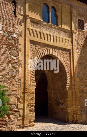 Lato ovest del vino di gate o di Puerta del Vino al palazzo dell'Alhambra di Granada Granada Spagna Foto Stock