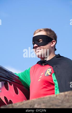 Swanage sfilata di carnevale tema di supereroi - Robin da Robin e Batman Foto Stock