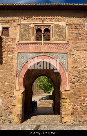 Il lato est del vino di gate o di Puerta del Vino al palazzo dell'Alhambra di Granada Granada Spagna Foto Stock