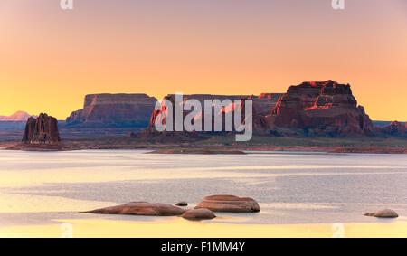 Padre Bay, dal Cookie Jar Butte di sunrise. Il Lake Powell, Utah, Stati Uniti d'America Foto Stock