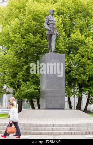 La Polonia, regione Mazovia, Varsavia, rotatoria de Gaulle, de Gaulle della statua Foto Stock