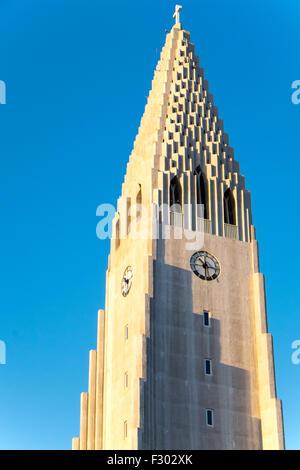 La torre della Hallgrimskirkja a Reykjavik, Islanda Foto Stock