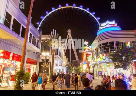 Una vista notturna della alta rullo ruota panoramica Ferris a Las Vegas, Nevada. Foto Stock