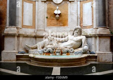 Antica statua di Nettuno nel Museo Capitolino, Roma, Italia Foto Stock