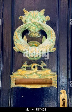 Malta Valletta porta in ottone respingente e letterbox Foto Stock