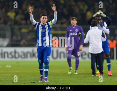 Dortmund, Germania. 18 Febbraio, 2016. Porto di Hector Herrera reagisce dopo la UEFA Europa League tra Borussia Foto Stock