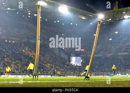 Dortmund, Germania. 18 Febbraio, 2016. Il passo al Signal Iduna Park Stadium prima della gara di Europa League tra Foto Stock