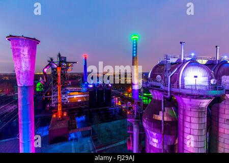 Il paesaggio del Parco Nord di Duisburg, un ex acciaierie, oggi un patrimonio industriale sito, Duisburg, Germania, Foto Stock