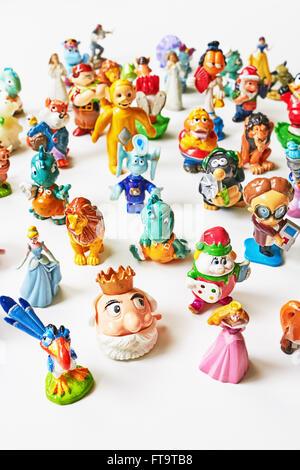 Kinder sorpresa e altri giocattoli di piccole dimensioni Foto Stock