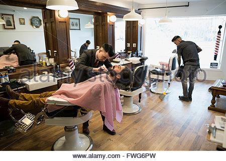 Barbiere uomo grooming Foto Stock