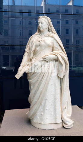 Statua in marmo della regina Victoria in Imperial College, South Kensington, Londra SW7 commissionato dall Università Foto Stock