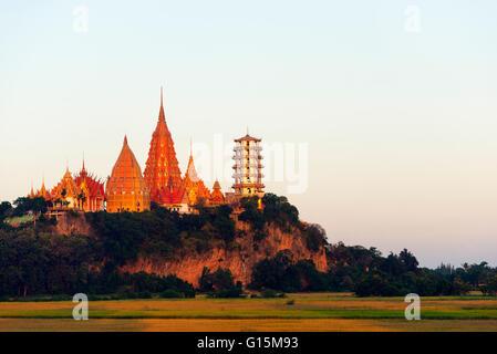 Wat Tham Sua tempio, Kanchanaburi, Thailandia, Sud-est asiatico, in Asia Foto Stock