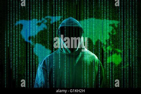 Hacker con un cappuccio e un codice binario. L'hacking Internet. Foto Stock