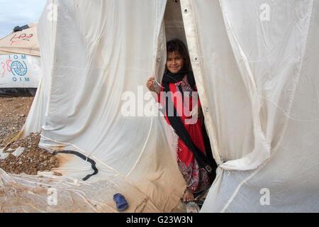 Bambini rifugiati in Anwald Refugee Camp nell Iraq del nord dove 8000 iracheni hanno trovato rifugio. Foto Stock