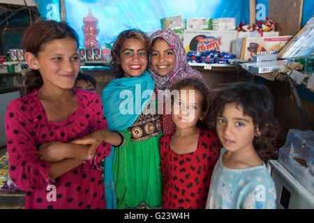 I bambini rifugiati in Anwald Refugee Camp nell Iraq del nord dove 8000 iracheni hanno trovato rifugio. Foto Stock