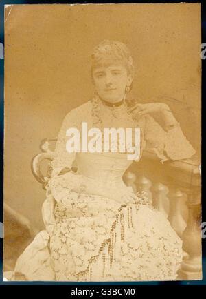 Un elegante donna vittoriana in un abito di lacy: onorevole Wombwell. Data: tardo XIX secolo Foto Stock