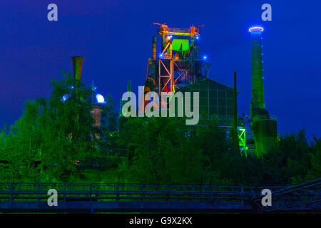 Parco Paesaggistico Duisburg, abbandonato impianto siderurgico, museo all'aria aperta, light show di Jonathan Park, Foto Stock