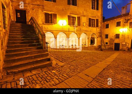 Groznjan Città nella notte, Croazia Foto Stock