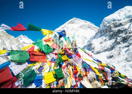 Bandiere di preghiera, Everest Trek, Nepal Foto Stock