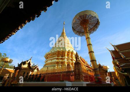 Chiang Mai, Thailandia - Jan18, 2016: Wat Phra That Doi Suthep è attrazione turistica e il famoso tempio storico Foto Stock