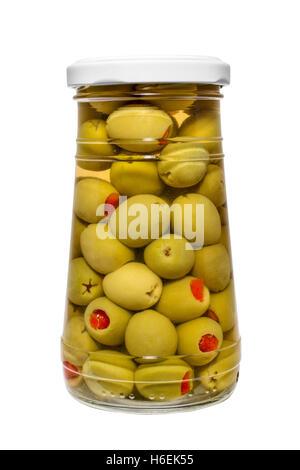 Il cibo. Vasetto di decapare Olive farcite con peperoni rossi Foto Stock