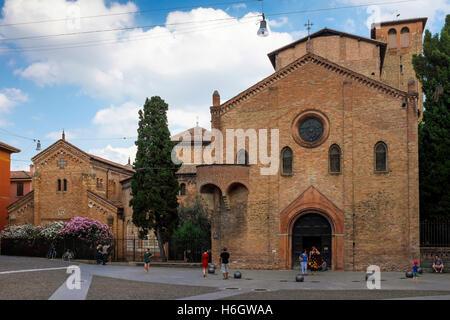 Vista della Basilica di Santo Stefano, da Piazza Santo Stefano a Bologna. Foto Stock
