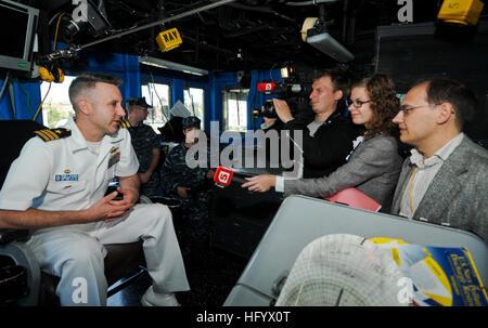 110628-N-OM642-411 ST. Pietroburgo, Russia (28 giugno 2011) della Cmdr. Patrick E. Kulakowski, comandante della Foto Stock