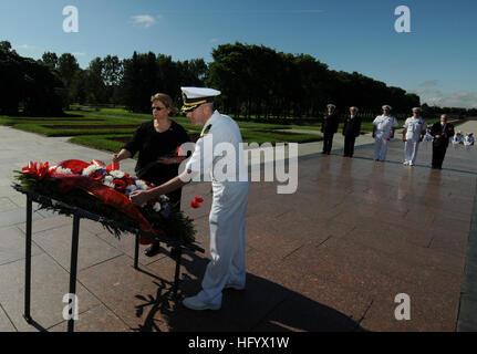 110629-N-OM642-508 ST. Pietroburgo, Russia (29 giugno 2011) della Cmdr. Patrick E. Kulakowski, comandante della Foto Stock