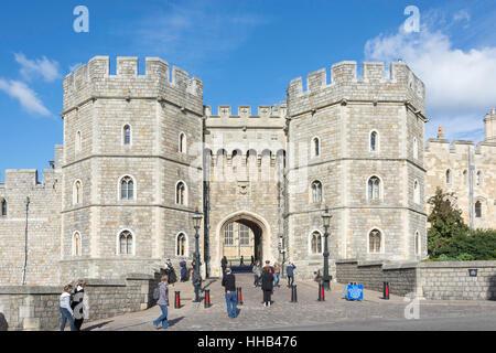 Henry VIII Gate, Castello di Windsor Castle Hill, Windsor, Berkshire, Inghilterra, Regno Unito Foto Stock