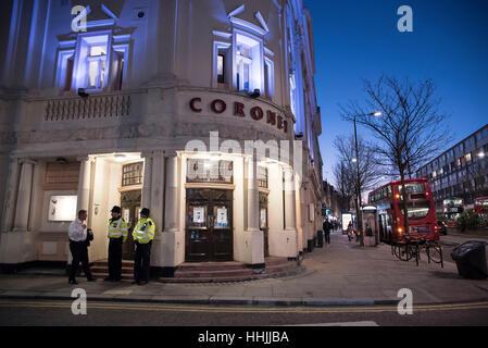 Londra, Regno Unito. Xix gen, 2017. Protesta al di fuori di Notting Hill's Coronet Theatre. I manifestanti hanno Foto Stock