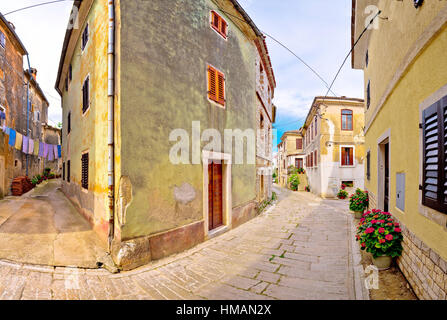 Città di Visnjan old stone street view, regione dell'Istria, Croazia Foto Stock