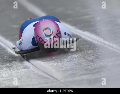 Koenigssee, Germania. 24 Febbraio, 2017. Atleta russa Elena Nikitina in azione al IBSF di Bob e Skeleton Campionati Foto Stock