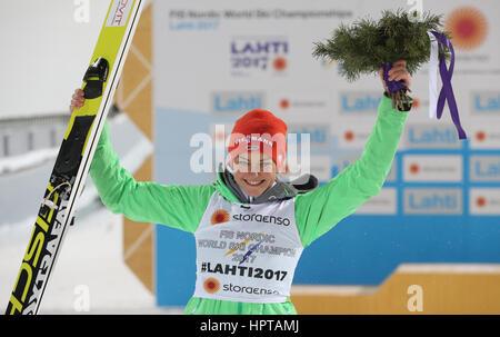 Lahti, Finlandia. 24 Febbraio, 2017. Il tedesco campione del mondo Carina Vogt celebra presso la FIS Nordic Ski Foto Stock