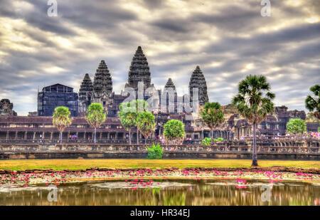 Sunrise a Angkor Wat, un sito patrimonio mondiale dell'UNESCO in Cambogia Foto Stock