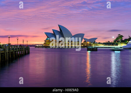 Sydney Opera House all'alba Foto Stock