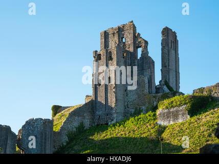 La storica remainds di Corfe Castle, Corfe Castle, Isle of Purbeck, Dorset, Regno Unito Foto Stock