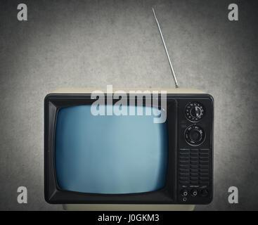 Vecchio televisore in camera Foto Stock