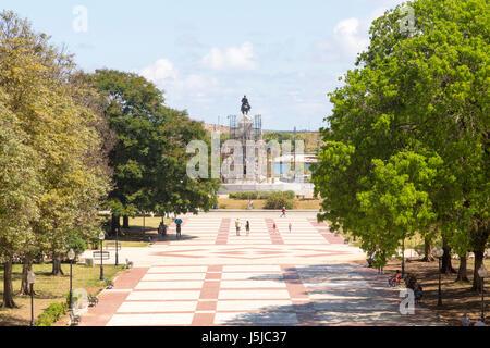 Vista di 'Plaza 13 de marzo' dal Museo della Rivoluzione, Havana, Cuba Foto Stock