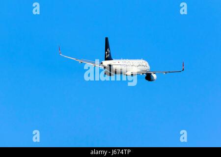 Star Alliance (Turkish Airlines) Airbus A320-232 [TC-JPP] in partenza da pista 13 in serata. Foto Stock