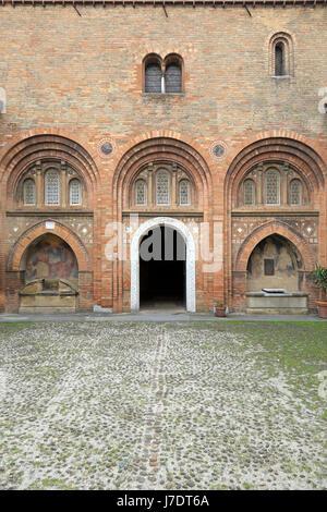 Pilato's courtyard nella Basilica di Santo Stefano, Bologna, Emilia Romagna, Italia, Europa. Foto Stock