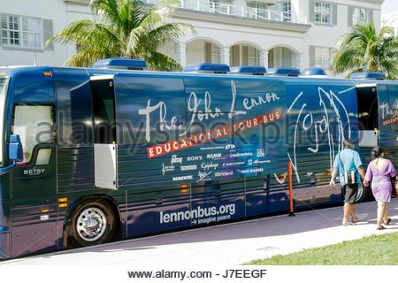 Miami Beach Florida Ocean Drive il John Lennon Educational Tour Bus Beatles Yoko Ono Foto Stock