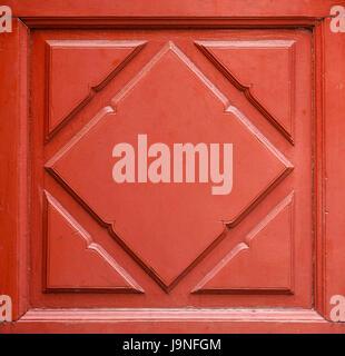 Bella la vernice rossa su legno motivo floreale di porta e finestra interno Foto Stock