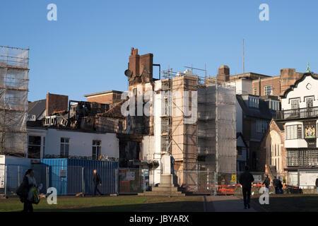 Vista di quello che è a sinistra della Royal Clarence Hotel facciata seguenti devastante incendio il Ott 28 2016. Foto Stock